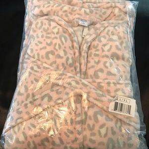 Ulta NWT Pink Gray Leopard Fleece Robe L/XL